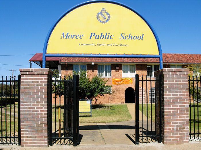 school_front_sign_1376951592114_l