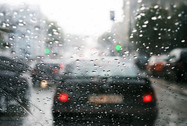 slippery-business-driving-safely-in-the-wet_654x439